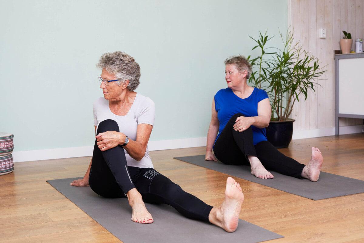 yogalessen-voor-ouderen